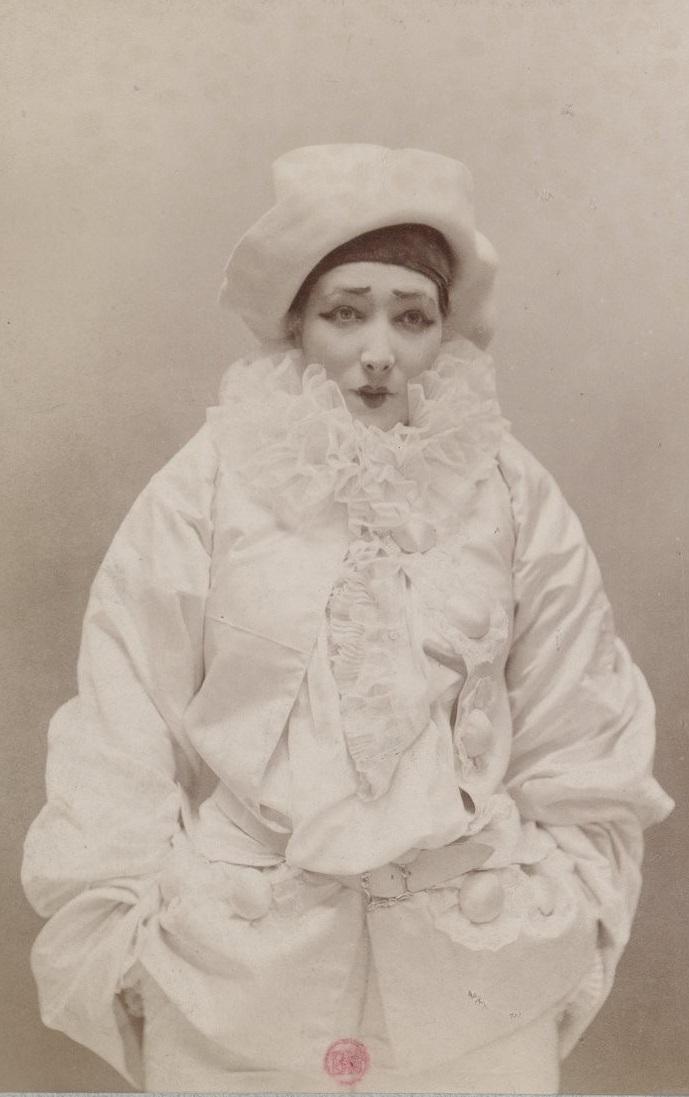 portrait de Sarah Bernardt en Pierrot