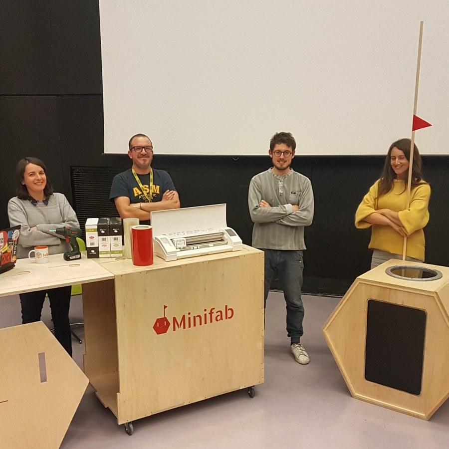 le minifab et l'équipe du Bibliofab
