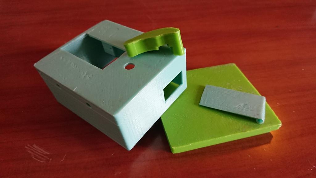 les 4 éléments de la boite imprimés en 3d.